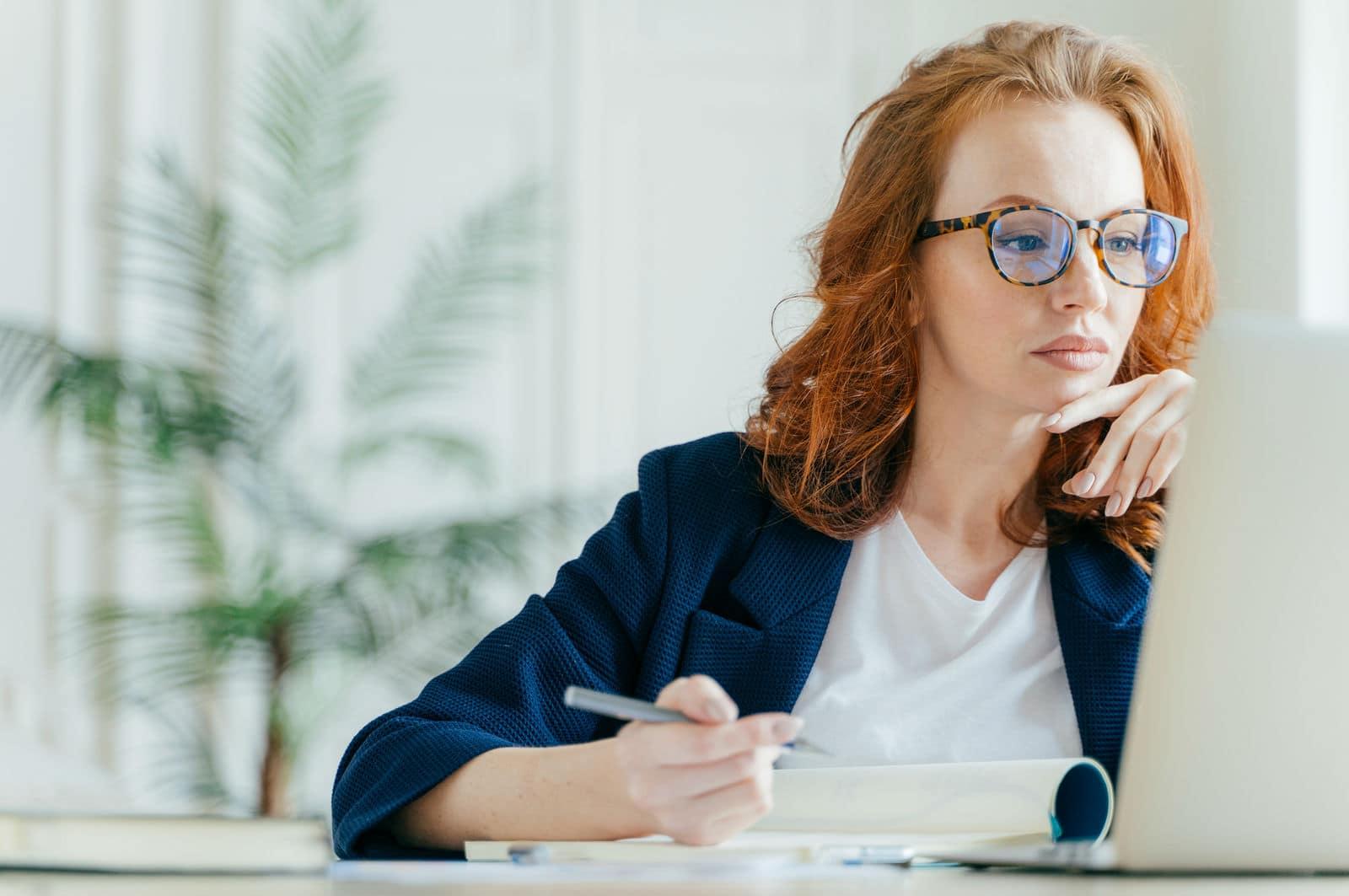 Three Proven Hacks To Avoid Distractions & Improve Focus